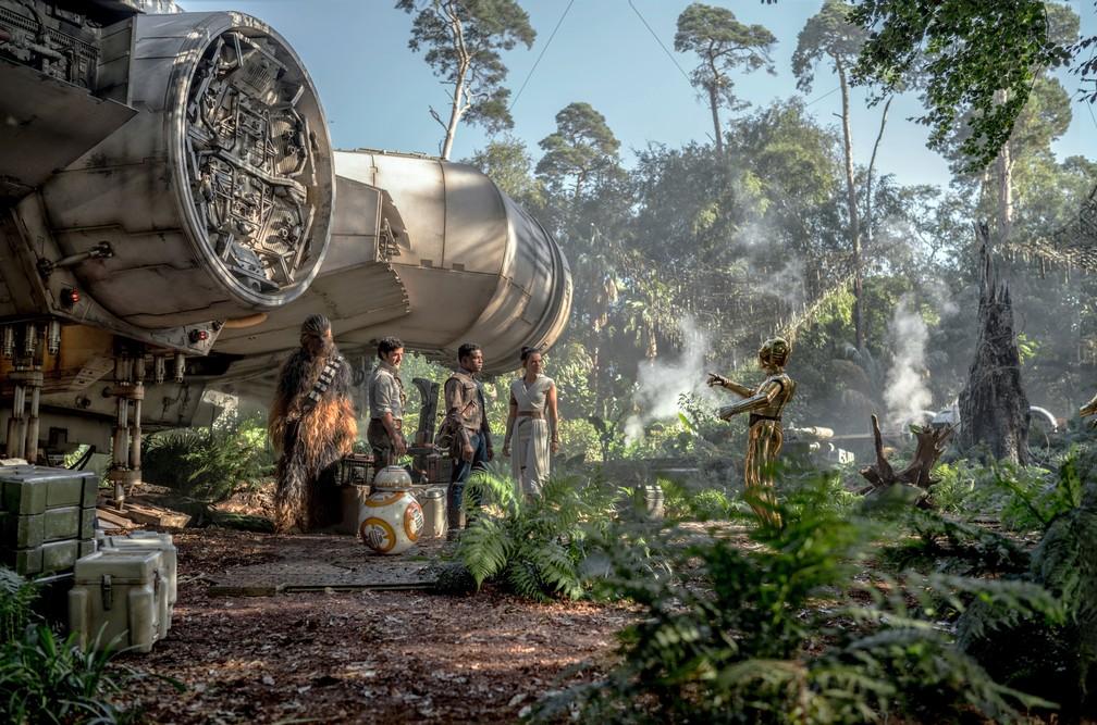 Joonas Suotamo, Oscar Isaac, John Boyega, Daisy Ridley e Anthony Daniels em cena de 'Star Wars: A ascensão Skywalker' — Foto: Divulgação/Lucasfilm