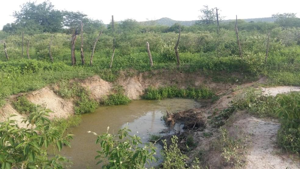 Corpo da vítima foi encontrado em um barreiro, distante cerca de 500 metros do local onde ela morava — Foto: Divulgação/Polícia Civil