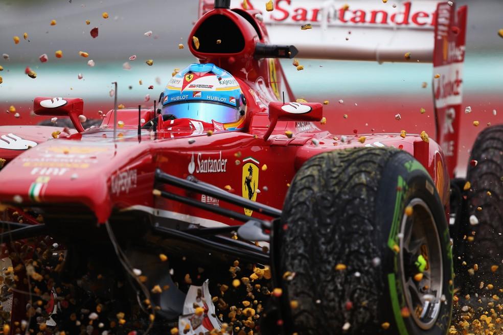 GP 150 de Alonso acabou logo na segunda volta do GP da Malásia de 2013 — Foto: Getty Images
