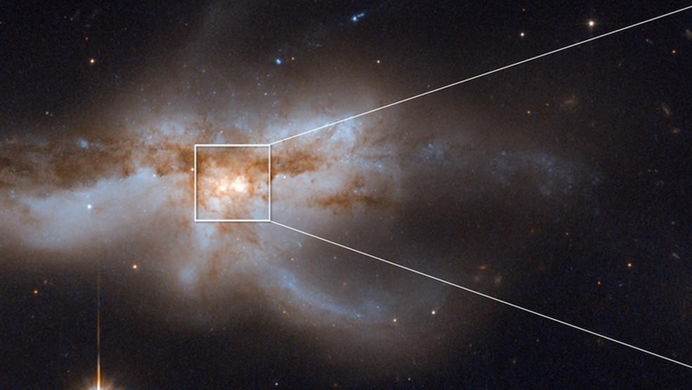 Os pesquisadores registraram pares de buracos negros supermassivos se aproximando uns dos outros antes de se fundirem como um buraco negro gigante — Foto: NASA, ESA, and M. Koss (Eureka Scientific, Inc.)