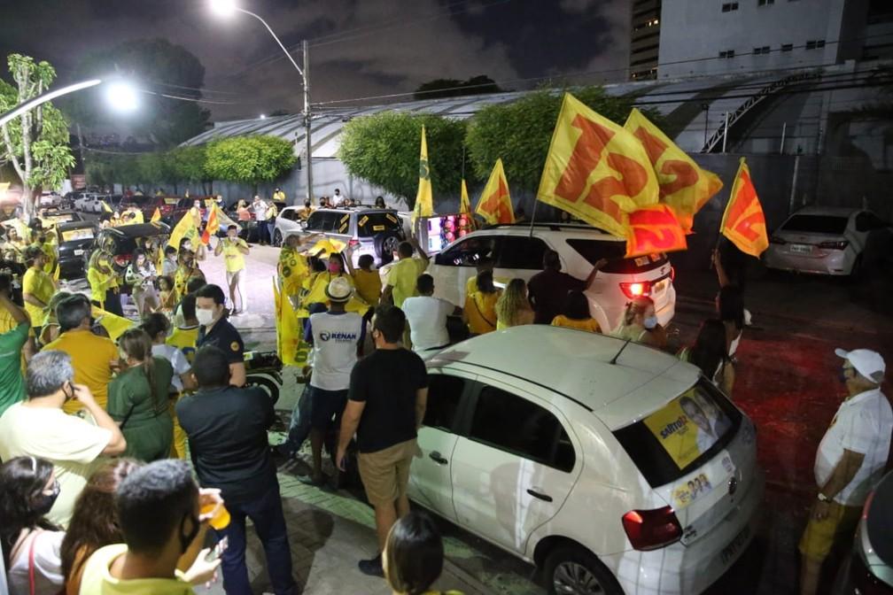 Apoiadores de Sarto festejam pelas ruas de Fortaleza — Foto: Helene Santos/SVM
