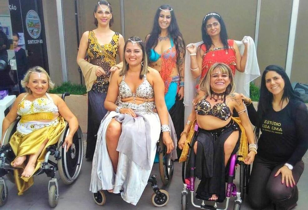 Dançarinas cadeirantes criam grupo de dança do ventre para inspirar outras mulheres com deficiência a entenderem sua sensualidade — Foto: Mirella Ballatore/Arquivo pessoal
