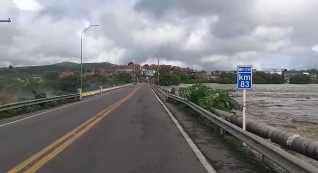 Ponte sobre rio em Santana do Ipanema, AL, segue interditada por tempo indeterminado