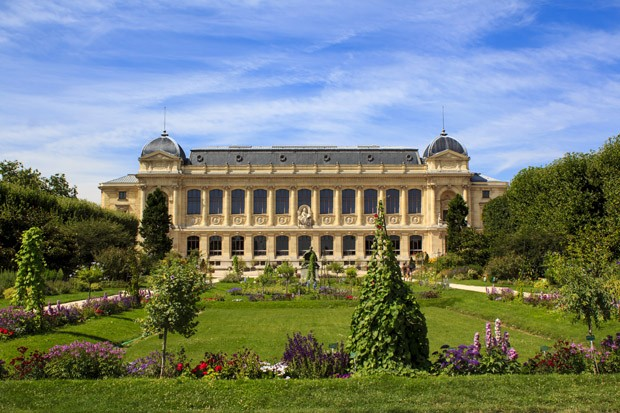 Jardin de Plantes - main botanical garden in France. The exterior of the Grande Galerie de l'évolution (Great Evolution Galery), part of the National museum of the natural history. (Foto: Getty Images/iStockphoto)