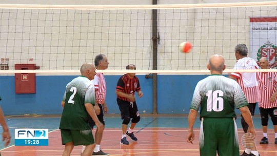 """Idoso enfrenta Mal de Parkinson com esporte, """"se sente vivo"""" e é um dos 2 mil """"professores"""" dos Jori"""