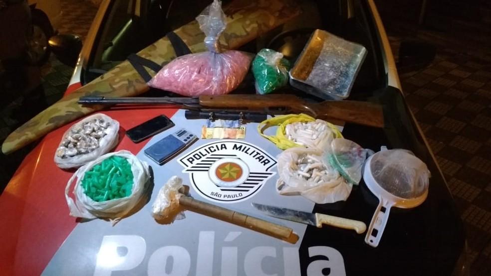 Droga foi enterrada em área às margens do Paraíba (Foto: Divulgação/Polícia Militar)