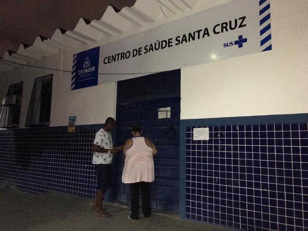 Posto de saúde foi invadido e homens fizeram servidores e uma paciente reféns — Foto: Alan Oliveira/ G1