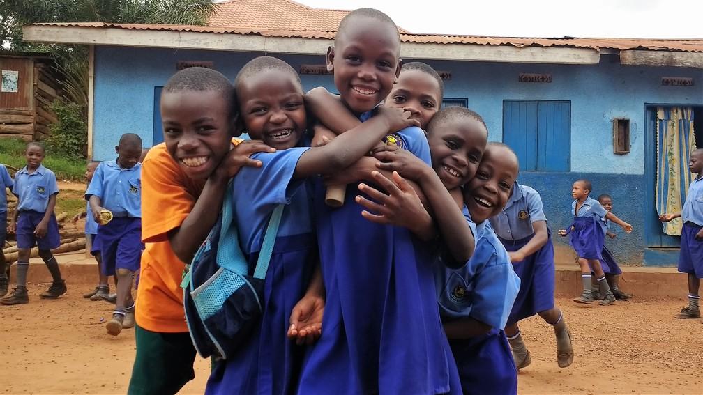 Alunos da Saint Mary's sonham com a escola nova.  (Foto: Divulgação/Escola em Uganda)