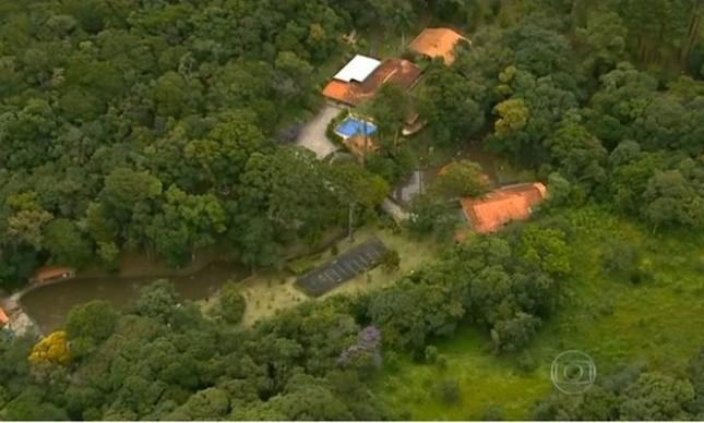 Vista aérea do sítio Santa Bárbara, em Atibaia (SP), frequentado pelo ex-presidente Lula  (Foto: Reprodução TV GLOBO)