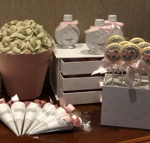 Mini garrafinhas com água mineral (Foto: Reprodução Instagram)
