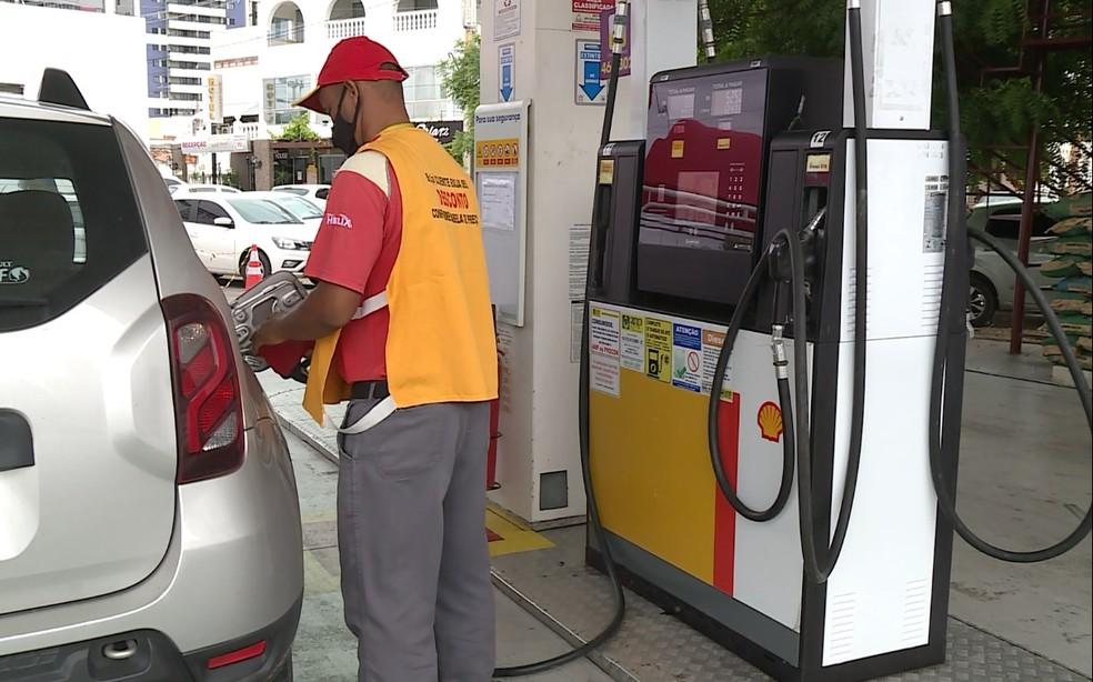 Gasolina mais cara nos postos de Petrolina — Foto: Reprodução / TV Grande Rio