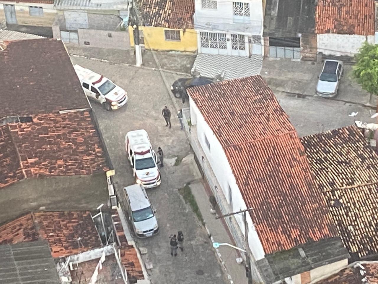 Operação policial prende suspeitos de integrar organizações criminosas em Maceió e São Miguel dos Campos, AL