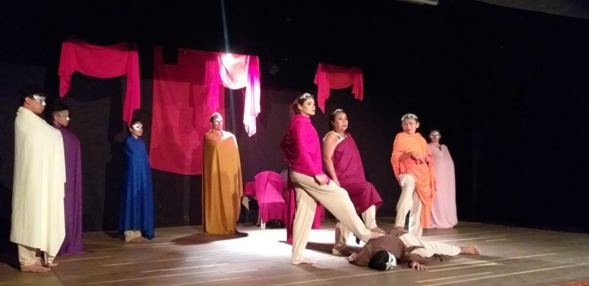 Grupo Experimental de Teatro encena 'Nós, Medeia' em Manaus, no Teatro da Instalação