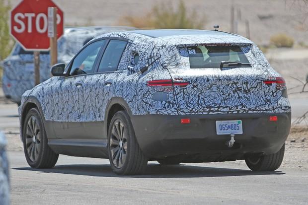 Mercedes EQ C está sendo testado no Vale da Morte, na Califórnia (Foto: AutoMedia/Autoesporte)