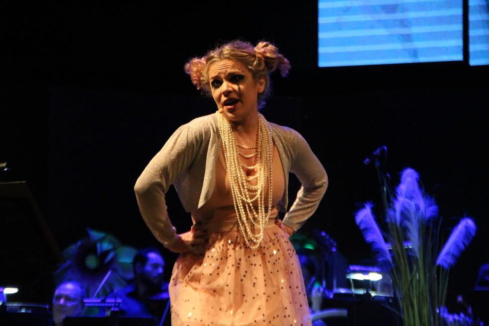 Solista Manuela Freua interpretou as canções da cantora islandesa (Foto: Rickardo Marques/G1 AM)