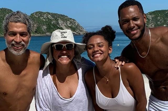 Os casais Estevão Ciavatta e Regina Casé e Jéssica Ellen e Dan Ferreira (Foto: Reprodução/Instagram)