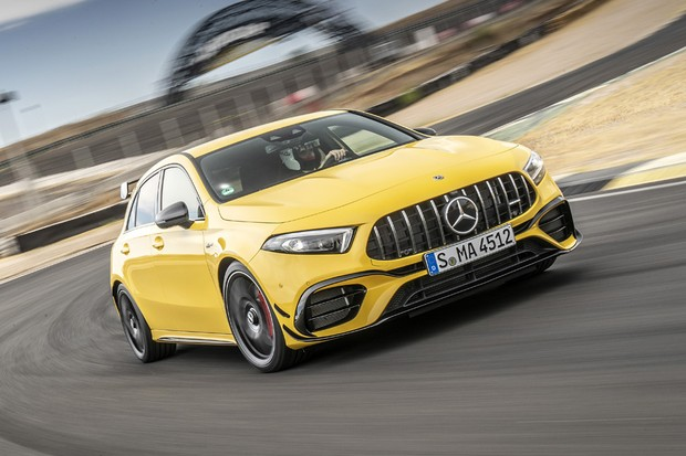 Mercedes-AMG A 45 S 4MATIC+, Sonnengelb, Leder - Nappa AMG schwarz mit gelben Kontrastziernähten // Mercedes-AMG A 45 S 4MATIC+, sun yellow, Leather – black, with yellow topstitching Kraftstoffverbrauch kombiniert: 8,4-8,3 l/100 km; CO2-Emissionen kombin (Foto:  )