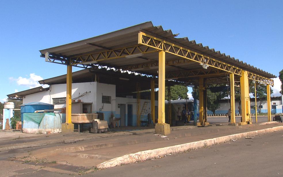 Lava a jato comprado pelo GDF em 2016 está parado na garagem da TCB (Foto: TV Globo/Reprodução)