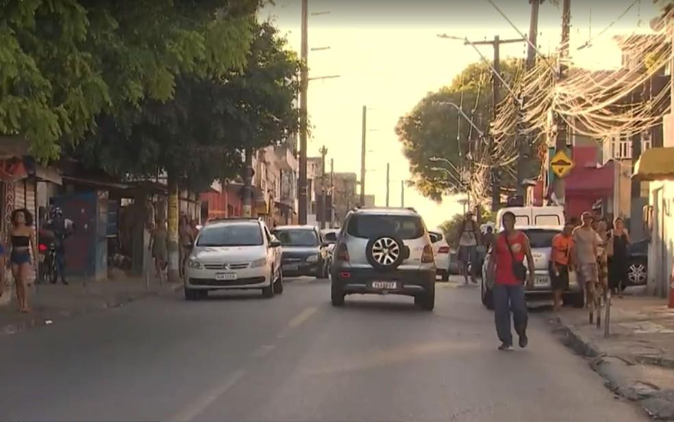 Av. Gabriel, no bairro do Pau Miúdo, vivem cerca de 30 famílias e pelo menos 15 pessoas ficaram com dengue ou chikungunya — Foto: Reprodução/TV Bahia