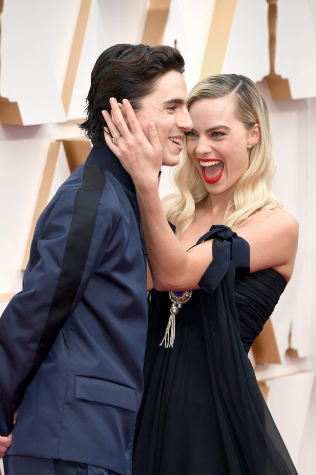 HOLLYWOOD, CALIFORNIA - FEBRUARY 09:  (L-R) Timothée Chalamet and Margot Robbie attend the 92nd Annual Academy Awards at Hollywood and Highland on February 09, 2020 in Hollywood, California. (Photo by Kevin Mazur/Getty Images) (Foto: Getty Images)