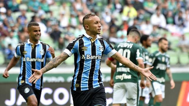 Everton comemora o primeiro gol do Grêmio