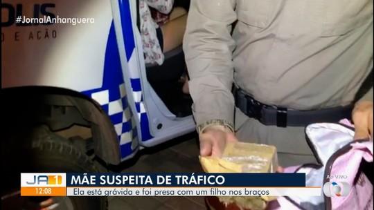 Adolescente grávida e com bebê de colo é detida suspeita de tráfico de drogas em Anápolis