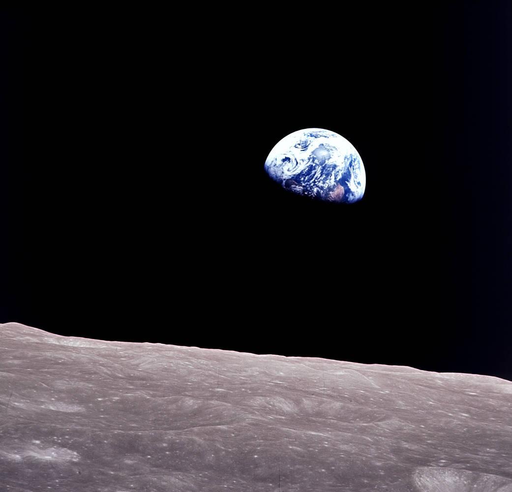 Vista da Terra em solo lunar. Fotografia tirada pelo astronauta Bill Anders durante a missão Apollo 8 (Foto: Bill Anders/Nasa)