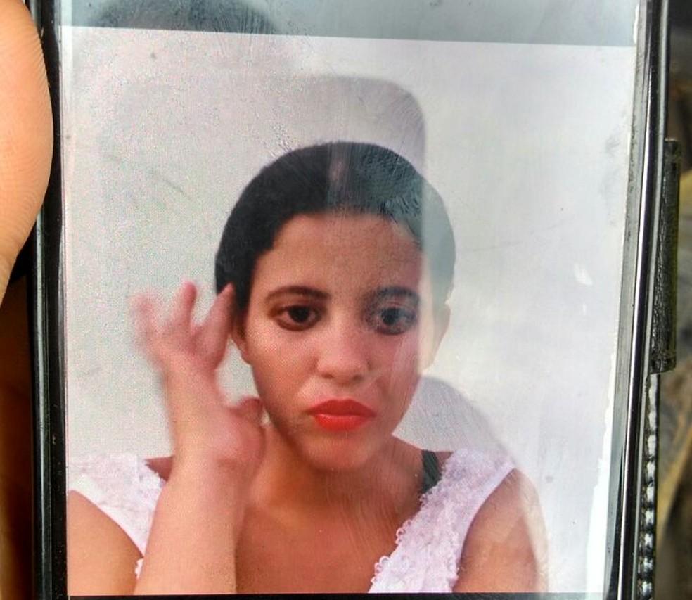 Mulher foi achada morta no fim da tarde, em RO (Foto: Rondônia News/Reprodução)