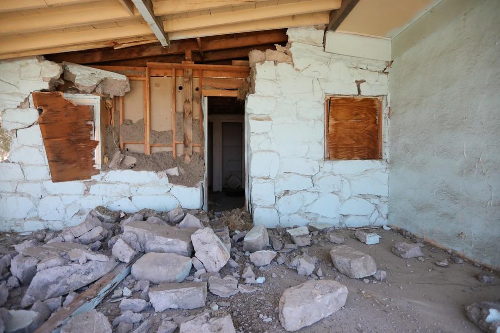 Casa parcialmente destruída pelo terremoto na Califórnia, em imagem do dia 6 de julho. — Foto: David McNew/Reuters