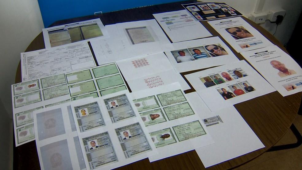 Documentos adulterados pela quadrilha (Foto: Reprodução/ TV Gazeta)
