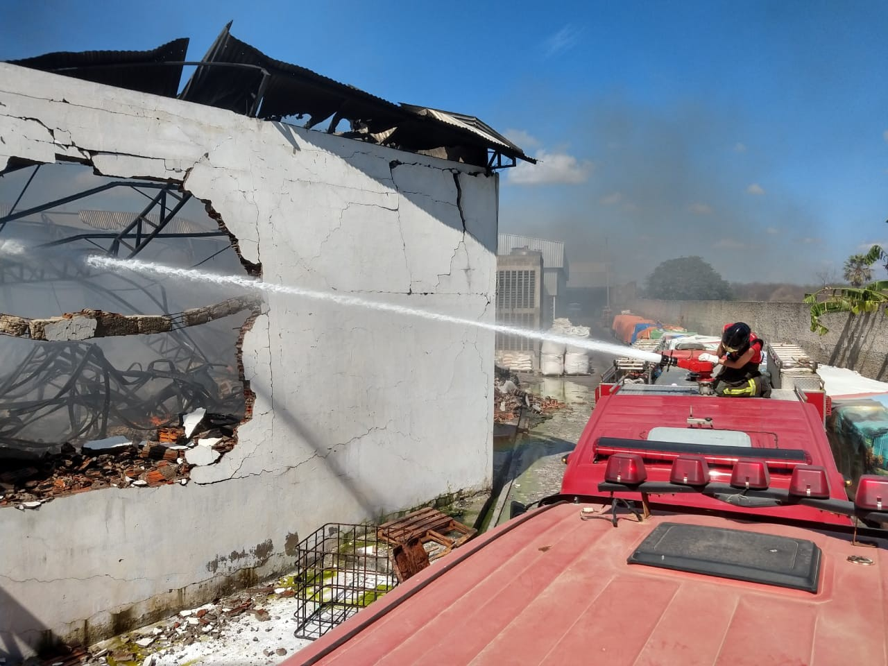 Incêndio destrói depósito de embalagens de fábrica de sabão em Mossoró