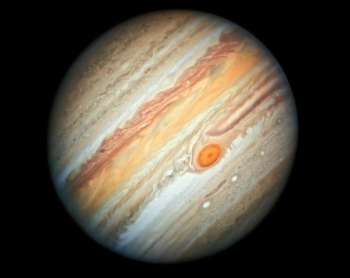 Imagem evidencia que a Grande Mancha Vermelha do planeta está diminuindo (Foto: Nasa/Telescópio Huibble)