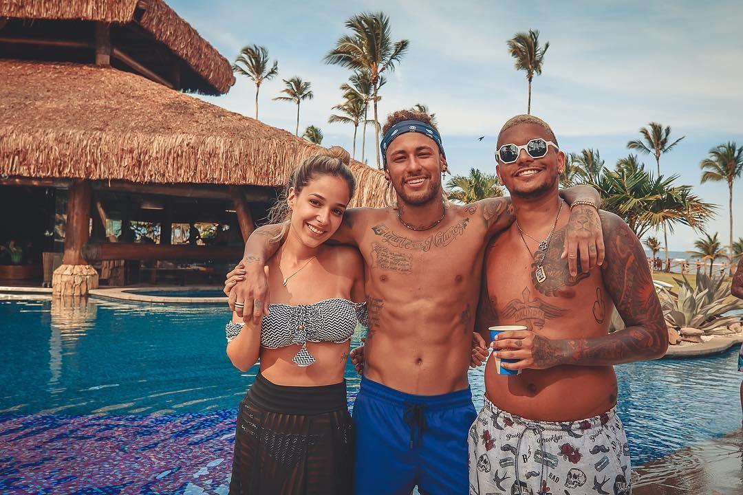 Cris e Bianca com Neymar (Foto: Reprodução)