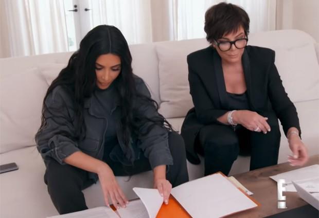 Kim Kardashian e Kris Jenner (Foto: Reprodução / Youtube)