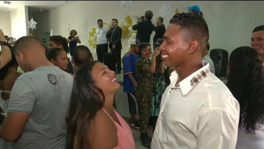 Cerimônia reúne 50 casais venezuelanos em casamento coletivo em abrigo de Roraima
