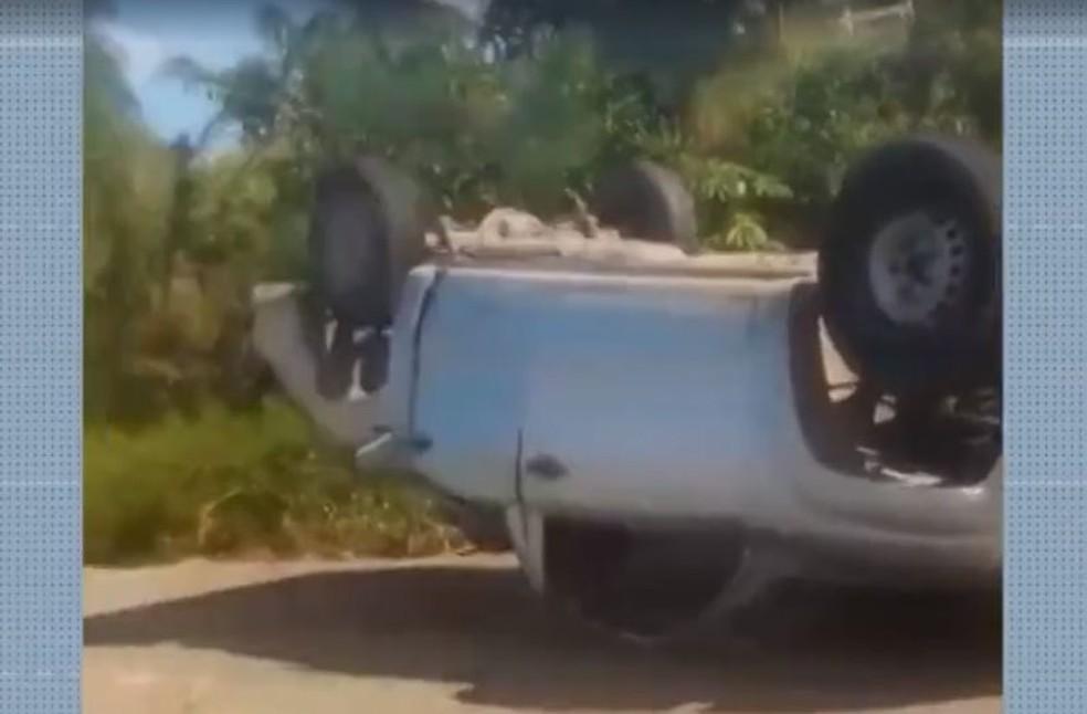 """Resultado de imagem para Mulher morre e ao menos dez pessoas ficam feridas após caminhonete capotar na Bahia"""""""