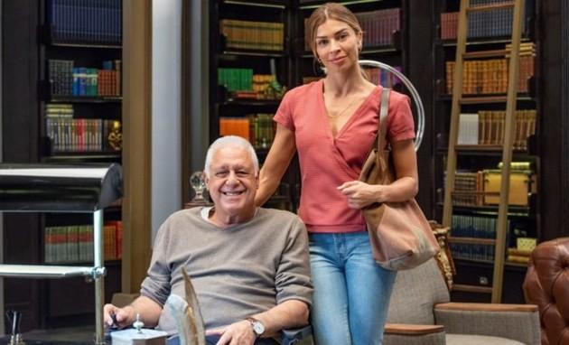Paloma (Grazi Massafera) e Alberto (Antonio Fagundes) (Foto: TV Globo)