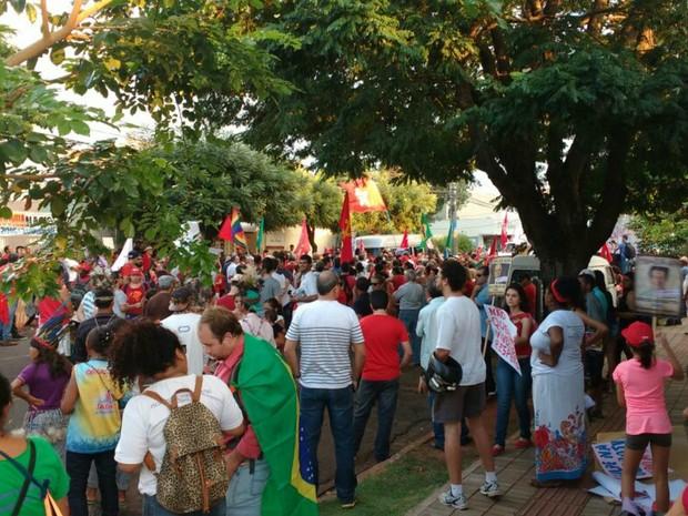 Manifestantes a favor do governo Dilma fazem ato em Campo Grande (Foto: Juliene Katayama/G1 MS)