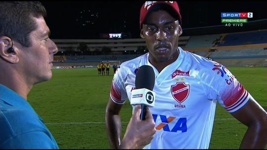 "Alex Henrique lamenta chance perdida nos acréscimos: ""Me estiquei todo"""