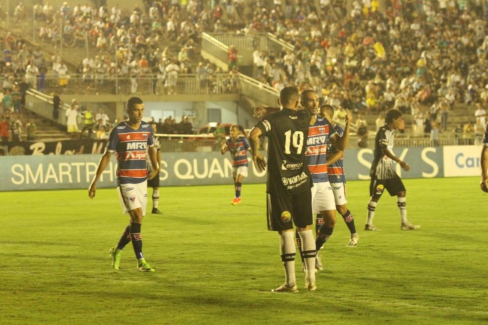 O Fortaleza soube controlar o Botafogo-PB mesmo jogando fora de casa e praticamente não foi ameaçado mesmo quando jogou com um a menos (Foto: Cisco Nobre / GloboEsporte.com)
