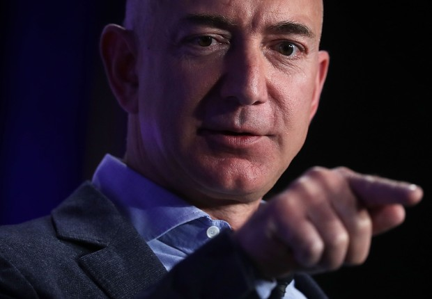 WASHINGTON, DC - MAY 18: Jeff Bezos, founder and Chief Executive of Amazon.com and owner of The Washington Post, participates in a conversation during the event 'Transformers: Pushing the Boundaries of Knowledge,' May 18, 2016 in Washington, DC. The Washi (Foto: Alex Wong/Getty Images)