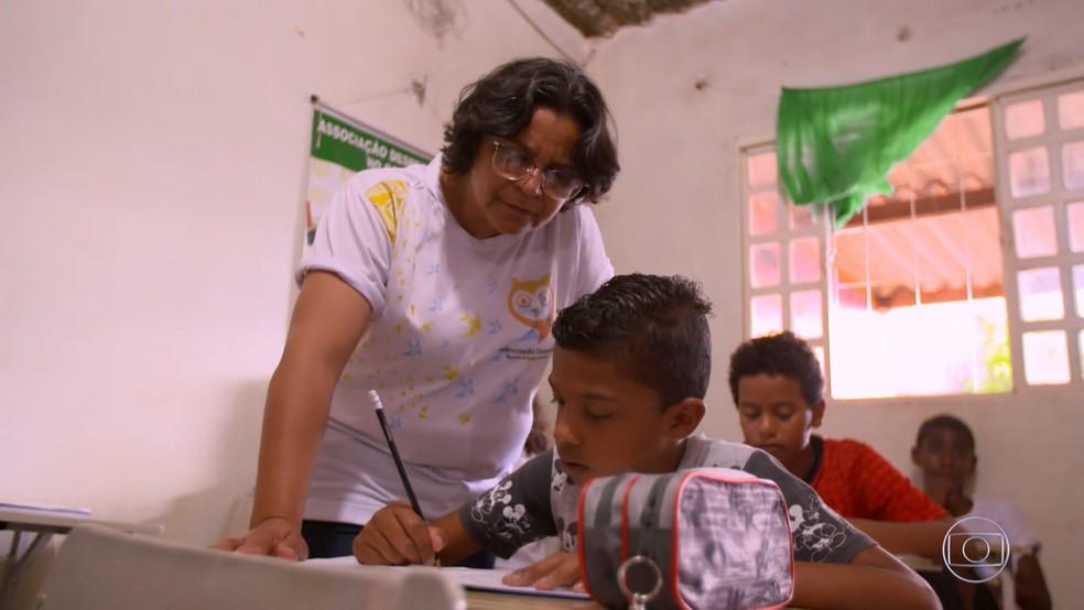 Margarida já ajudou a alfabetizar mais de 2 mil crianças da comunidade de Sol Nascente, em Brasília — Foto: TV GLOBO