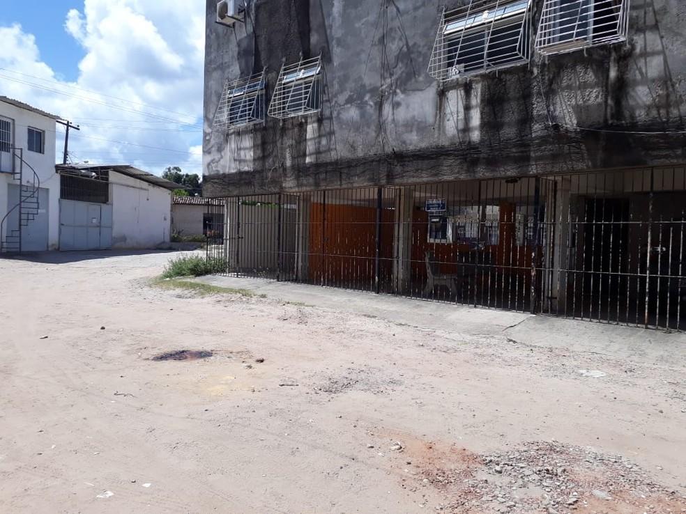 Crime ocorreu na manhã desta terça-feira (25), na Rua 69, em Rio Doce, Olinda — Foto: Danilo César/TV Globo