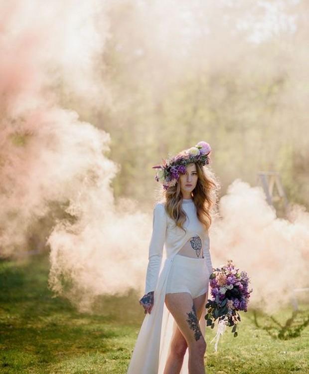 Use as flores para dar um toque romântico às fotos (Foto: Pinterest/ Reprodução)