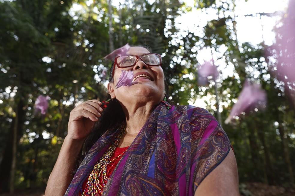 Agora, Zenaide está gravando as músicas que faz durante os partos  — Foto: Diádina Souza/Arquivo pessoal