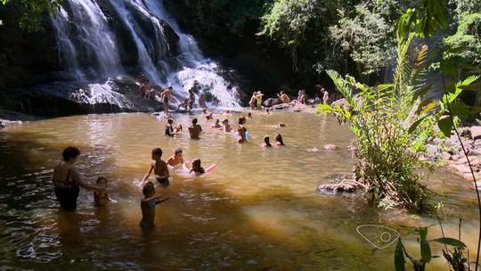 Cachoeira em Guarapari, ES, atrai quem busca tranquilidade