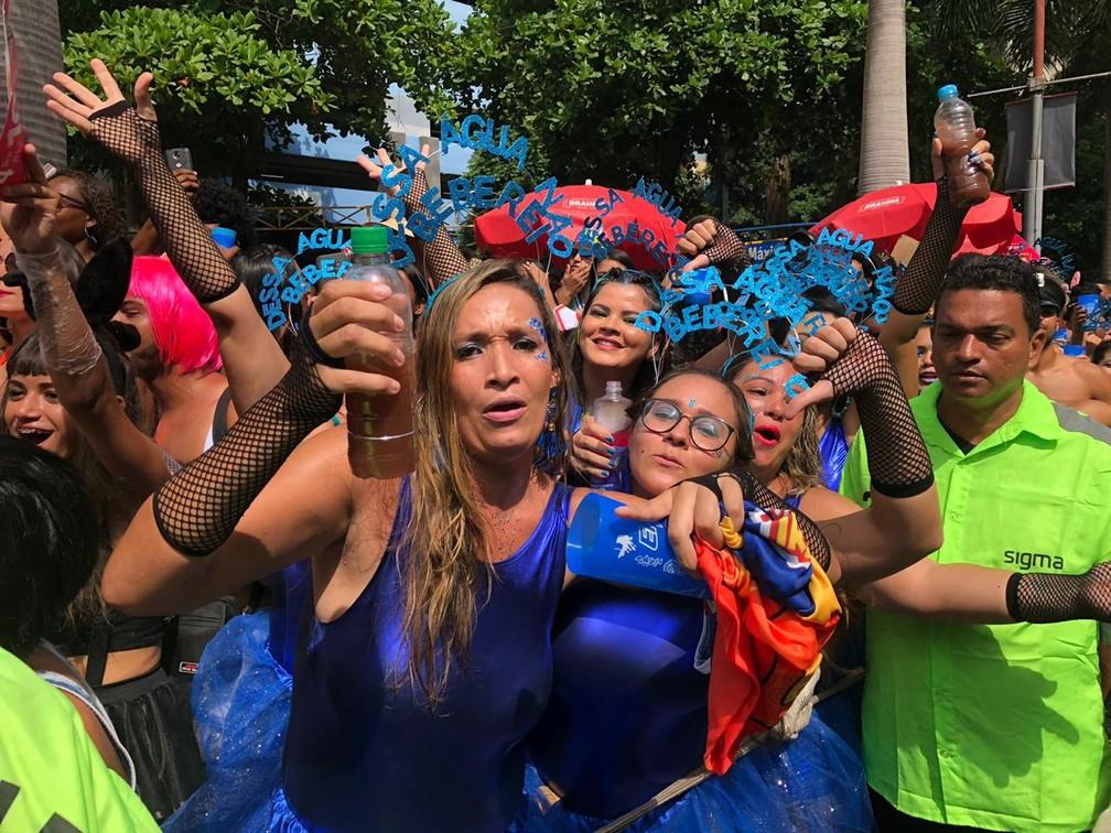 Grupo faz crítica a crise da água durante desfile do Bloco da Preta no Centro do Rio — Foto: Carlos Brito / G1 Rio