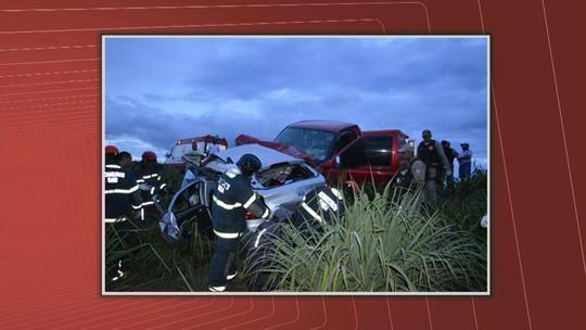 Suspeitos de roubarem carro, adolescentes de 12, 15 e 16 anos morrem em batida com caminhonete durante fuga na BA