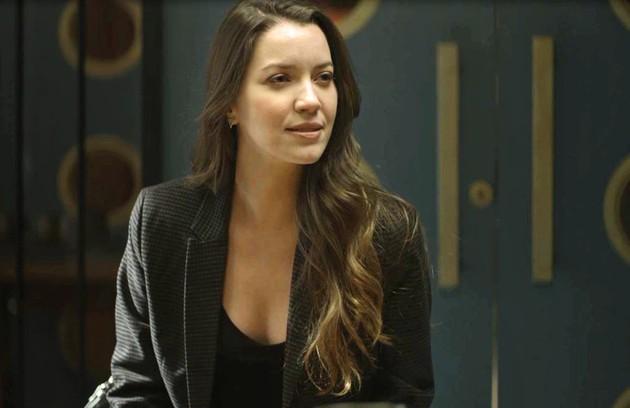 Na quarta (18), Fabiana (Nathalia Dill) dirá a Vivi que está sendo coagida por Camilo e irá depor contra Chiclete (Foto: Reprodução)