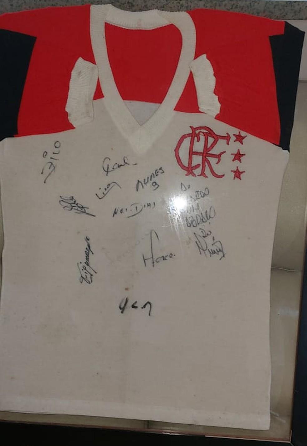 Camisa que Ialva deu ao filho em 1981 — Foto: Arquivo Pessoal